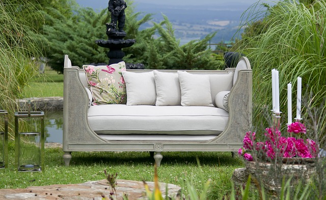 Poduszki na meble ogrodowe – jakie wybrać?