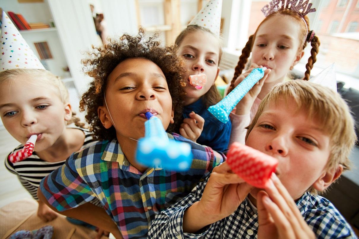 Pomysły na zabawę urodzinową, które zawsze się sprawdzą